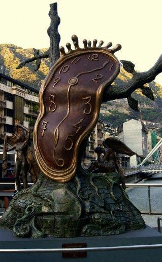 андоррская скульптура Благородство времени фото