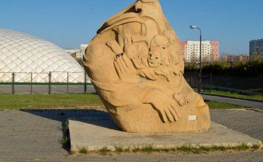 фото уличной скульптуры в Элисте