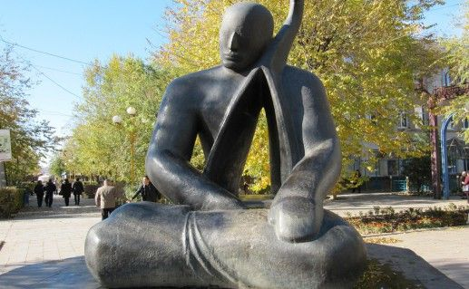 уличная скульптура в Элисте фотография