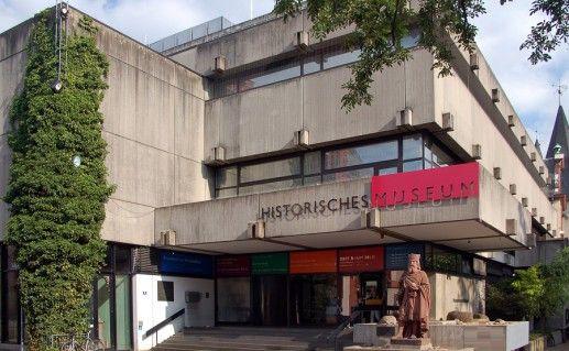 фотография входа в исторический музей во Франкфурт-на-Майне
